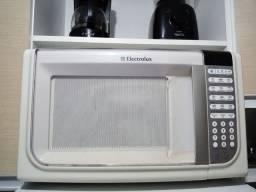 Micro-ondas. 31 litros