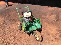 Trator triturador cama aviário Diesel