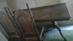 Mesa e cadeiras de madeira pura