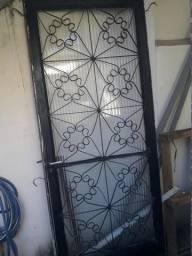 1 porta e 3 janela