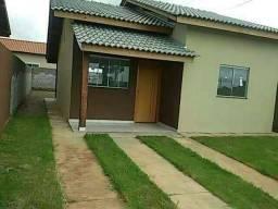 Casa popular com pequena entrada