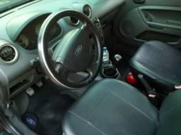 Fiesta Completo com GNV, bancos de couro e doc OK - 2003