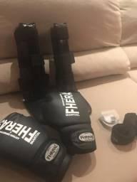 Vendo kit Muay Thai feminino  luva   caneleira   protetor bucal e bandagem e8fc0383057