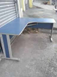 """Promoção ! Mesa para escritório 1.70x1.50em formato em """"L """" produto usado."""