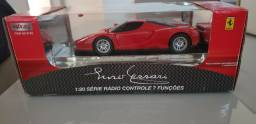 Vendo Ferrari com controle remoto.