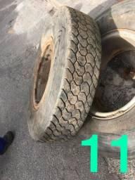 Vendo 12 pneus 1.100 montados na roda