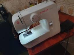 Máquina Singer 110v. Comprada e nunca usada