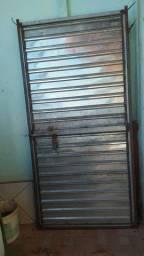 Vendo porta de chapa galvonizada para estabelecimento/loja
