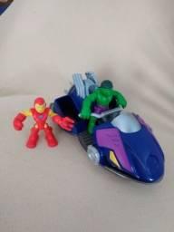 Boneco Homem de Ferro, Hulk e barco