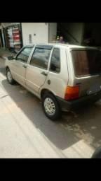 Fiat Uno ano 2000.