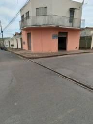 Aluga-se cômodo comercial no bairro Planalto