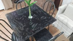 Mesa nova ardósia com 4 cadeiras no Isadora moveis