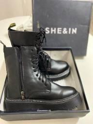 Coturno da marca SHEN&IN