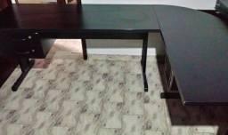 Vende-se Mesas em L de escritório cor preta com 2 gavetas