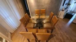 Mesa com cadeiras em ótimo estado