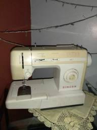 Máquina de costura em perfeito estado