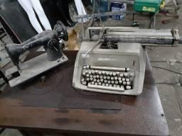 Máquina de costura e máquina de tilografar