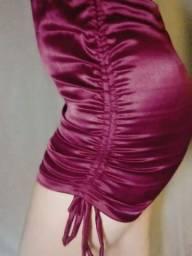 Vestido de cetim vinho