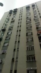 Apartamento 2 quartos + dep .prédio com lazer completo a 3 minutos da ponte Rio Niterói !