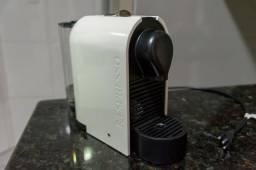 Cafeteira Nespresso branca usada