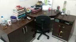 Escrivaninha + cadeira giratória