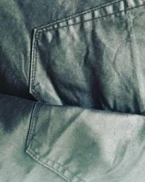 Calça jeans tipo couro