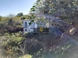 Excelente casa independente dentro de condomínio muito bem localizada e com muita privacid