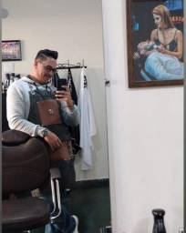 Contrata-se barbeiro com experiência, aluga-se cadeira.