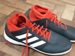 Chuteira Adidas Predator Society número 41 *Pouquíssimo Usada*