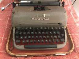 Antiguidades - telefone e máquina de escrever