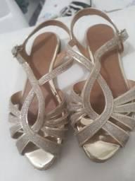 Sandalia dourada ...