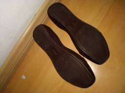 Sandália fechada marrom