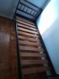 Cama de solteiro madeira maciça usada