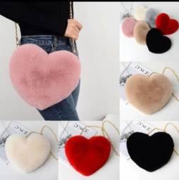 Bolsa de coração em pelúcia
