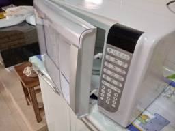 Vende-se forno microondas Eletrolux 220v