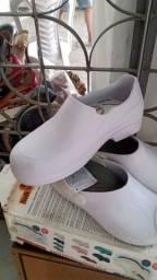 Sapatos para trabalhos de enfermeiro (a) ou restaurante.