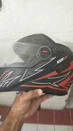 Vendo este capacete novo
