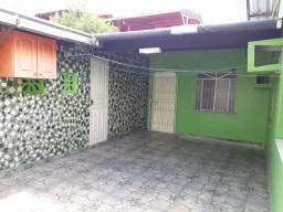 Alugo ampla casa com 4 dormitórios e poço artesiano