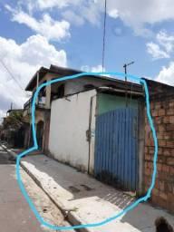 Casa com área para construção