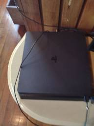 PS4 slim 1 ano de uso