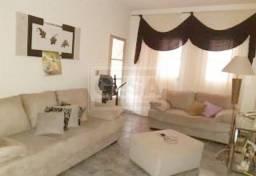 Cód. 30660 Vende-se esta ótima casa no bairro Iporã