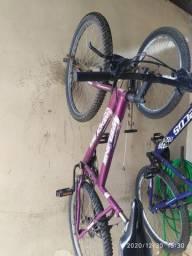 Bicicleta feminina. R$ 450,00