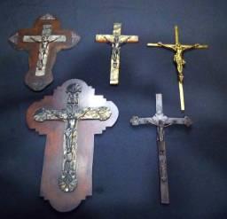 Coleção de crucifixos antigos