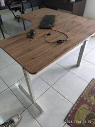 Mesa Escritório L + Tampão Mesa + Teclado e Mouse