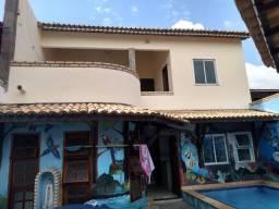 Vendo linda casa, com cinco quartos e piscina: