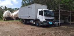 Caminhão baú Atego 1418