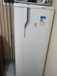 Vendo geladeira Electrolux frost free