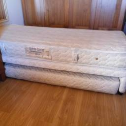 Cama solteiro com cama auxiliar