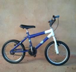 Vende - se uma bicicleta infantil