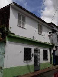 Alugo casa no Centro próximo a praça Deodoro